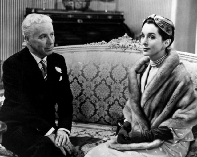 """Последний фильм """"Графиня из Гонконга"""" Чаплин снял в 1967 году - за 10 лет до своей смерти. Главные роли в фильме исполнили Софи Лорен и Марлон Брандо. Сам Чаплин появляется в фильме в эпизодической роли старого стюарда."""
