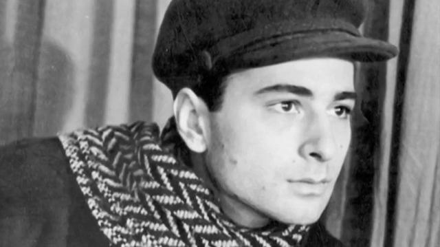 В 1943 году Гомиашвили работал в Тбилисском театре русской драмы им. Грибоедова, где ночью вместе с другом срезал со всех кресел кожу для продажи сапожнику. Арчил получил два года в исправительном лагере под Тбилиси.