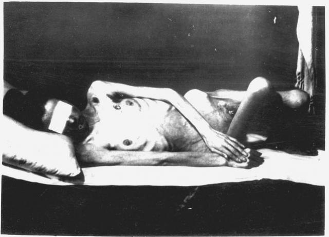 Стерилизация происходила обманным путем: заключенных приводили в комнату и просили заполнить анкеты в течение 2-3 минут. В это время они подвергались радиационному облучению, в результате чего становились полностью бесплодны, сами не зная этого.