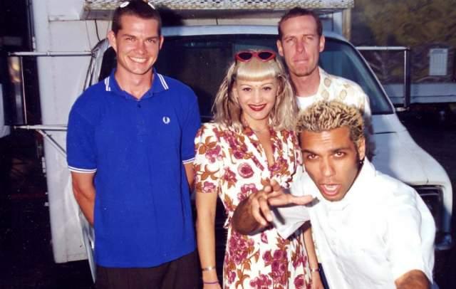 Гвен Стефани, 48 лет. Была солисткой группы No Doubt с 1986 года, но первые два альбома, вышедшие в 1992 и 1995 годах, не вызвали восторга у публики. Успех пришел лишь после появления хита Don't speak, под который нет-нет да и запляшет медленный танец молодежь на сельских дискотеках.