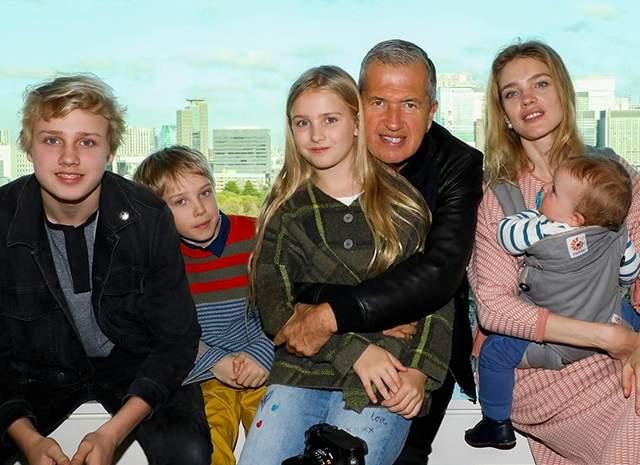 У них в браке родились уже двое детей, оба мальчики, Роман и Максим.