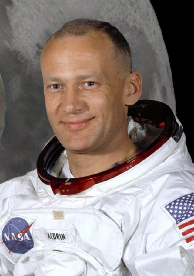"""Эдвин """"Базз"""" Олдрин. Участник экспедиции Аполлон 11 вспоминал: """"Было там что-то, достаточно близко к нам, чтобы мы могли это рассмотреть""""."""