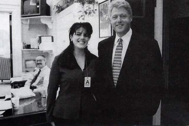 Моника Левински, любовница Билла Клинтона. Роман 22-летней сотрудницы Белого Дома с его главой продолжался два года. В итоге, как все помнят, карьера Клинтона и жизнь самой Левински, едва не потерпели полный крах.