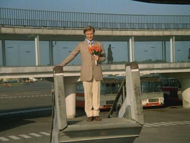 """В 1974 году Рязанов пригласил Миронова на главную роль в картине """"Невероятные приключения итальянцев и России"""", где он сыграл лейтенанта уголовного розыска.В этой картине Андрей Миронов исполнял все рискованные трюки сам, без дублера."""