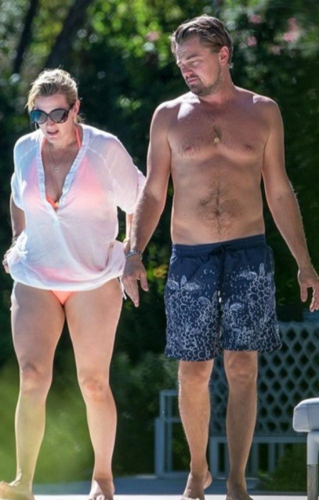 Ди Каприо и Уинслет прибыли в Сен-Тропе, и нашли время для общения друг с другом. Фотографам удалось поймать актеров почти без одежды.