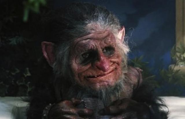 """Тролль Торок из фильма """"Тролль"""" (1986). Герой этого """"ужастика"""" выглядит скорее как старичок с карамельками в кармане, а не как злодей, терроризирующий жителей многоквартирного дома."""