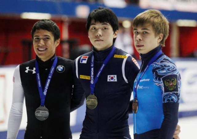 В 2011 году стал обладателем четырех золотых медалей чемпионата мира по шорт-треку.
