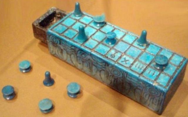 Настольная игра. Senet - настольная игра из Древнего Египта. Находка датируется 3500 г. до н.э. Правила доподлинно не известны.
