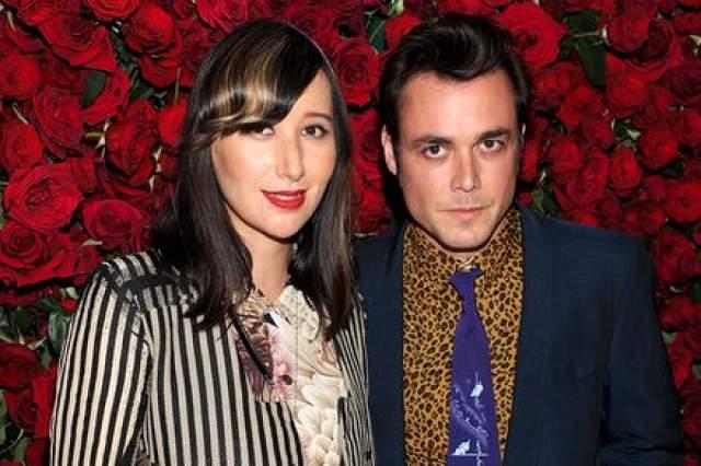 В 2011 году яркая певица вышла замуж за кинорежиссера и клипмейкера Барнаби Клейя.