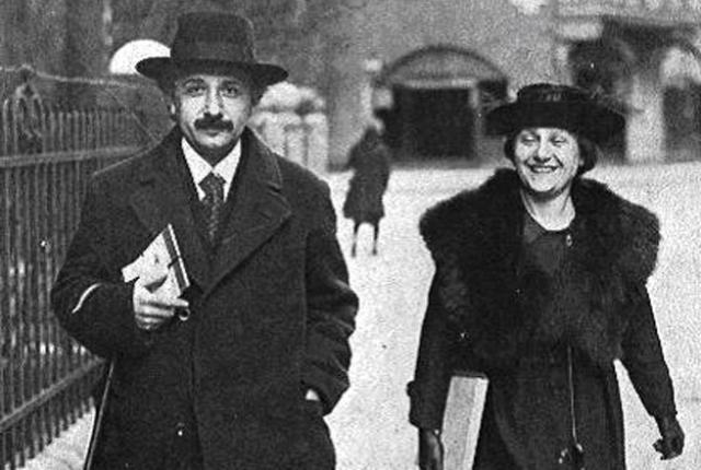 Второй женой Эйнштейна была его двоюродная сестра Эльза.