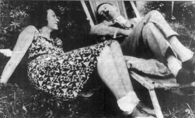 Зная о своей родословной, Гитлер боялся стать отцом, чтобы не заиметь ненормального ребенка. Кстати, искренней привязанностью самого Гитлера была его племянница Гели Раубаль.