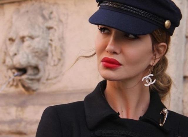 49-летняя итальянка Жаклин Берридо Пизано завоевала титул самой сексуальной женщины социальных сетей, присвоенный ей пользователями Instagram .