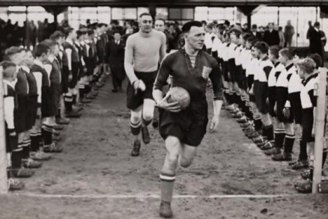 Гитлер недолюбливал футбол, поскольку победу Германии над другими народами невозможно было гарантировать, несмотря на попытки манипулировать или подгонять результаты.