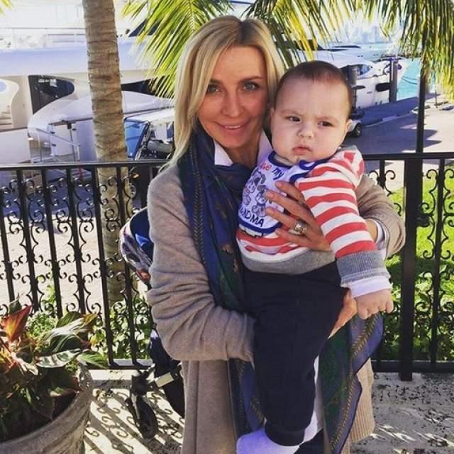 Татьяна Овсиенко получила ранг бабушки в 44 года. Певица, по ее собственному признанию, буквально обожает внука.