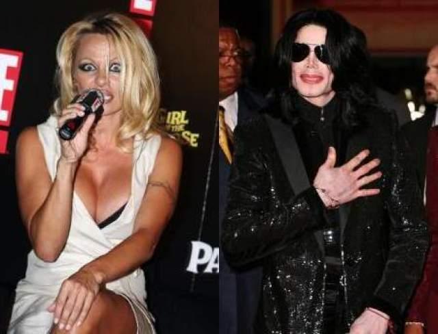 """Памела Андерсон и Майкл Джексон. 2009 год. Королю тогда было 50 лет, грудастой секс-диве – 41. СМИ смеялись, говоря, что это странная парочка, но """"у них много общего, от череды скоротечных браков до пластической хирургии, так что есть общие темы для бесед""""."""
