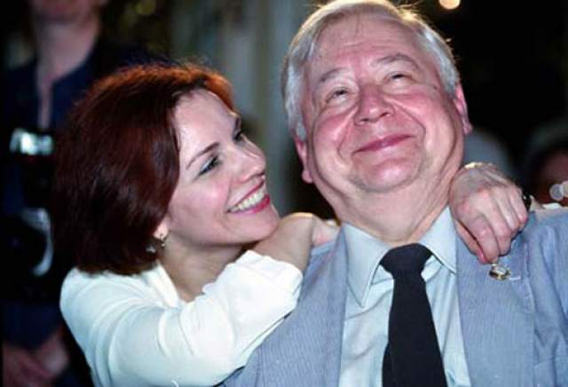 В 1986 году Табаков встретил выпускницу ГИТИСа Марину Зудину, перед которой не смог устоять. Новый роман актера длился десять лет до того, как он оформил развод и вновь женился.