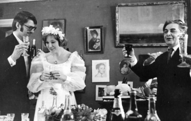 В советской столице он случайно встретил знаменитую актрису Людмилу Максакову, конечно же влюбился и почти сразу сделал предложение.
