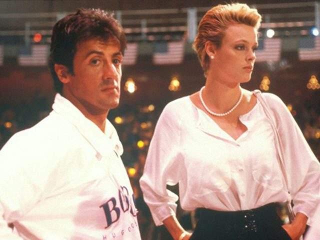 """Бриджит Нильсен Актриса вступила в брак с Сильвестром Сталлоне, познакомившись с ним во время съемок в фильме """"Рокки-4"""". Правда, пылкая страсть вскоре прошла, и они развелись всего через два года, в 1987 году."""