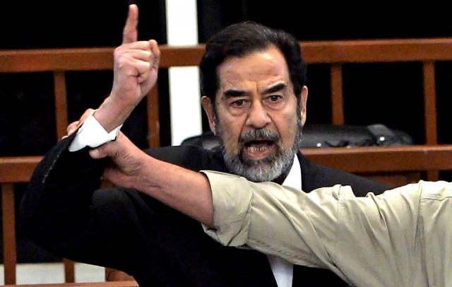 Еще одного свергнутого лидера казнили в конце 2006 года. Диктатора Ирака Саддама Хусейна публично повесили.