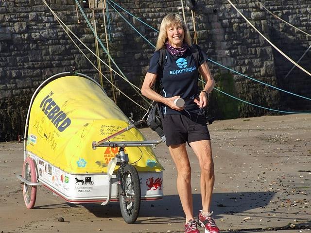 Рози Суэйл-Поуп . В 57 лет она обошла всю планету пешком (точнее, больше половины пробежала трусцой). Кругосветка заняла у нее долгих 5 лет! Путешественница пробежала более 32 тысяч километров, маршрут проходил через Европу, Россию, США и Канаду.