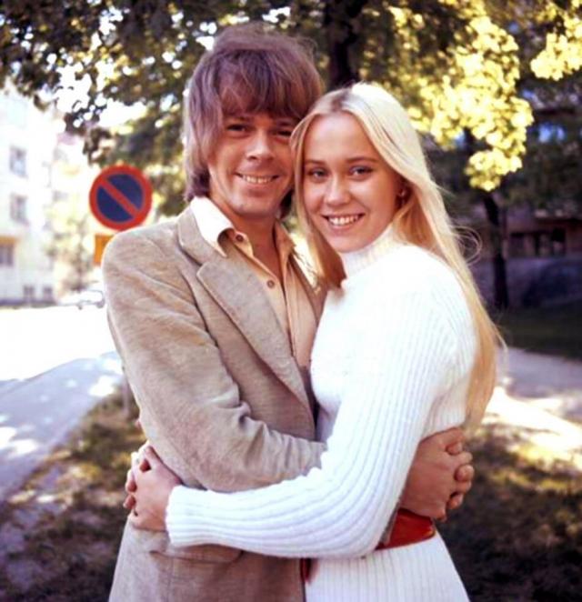 Примерно в то же время Бьорн увидел в телевизионном шоу, как поет собственную песню Jag var så kär Агнета Фельтског, и решил познакомиться с ней.