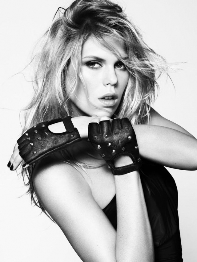Ее сестра Александра - тоже модель.