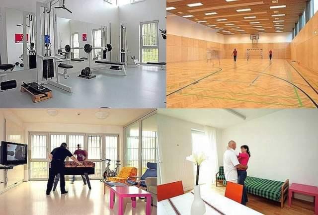 В тюрьме имеется спортзал, библиотека, собственная кухня со стиральной машиной и даже лошадиная ферма. Время от времени сочувствующие заключенными музыканты даже проводят для них концерты.