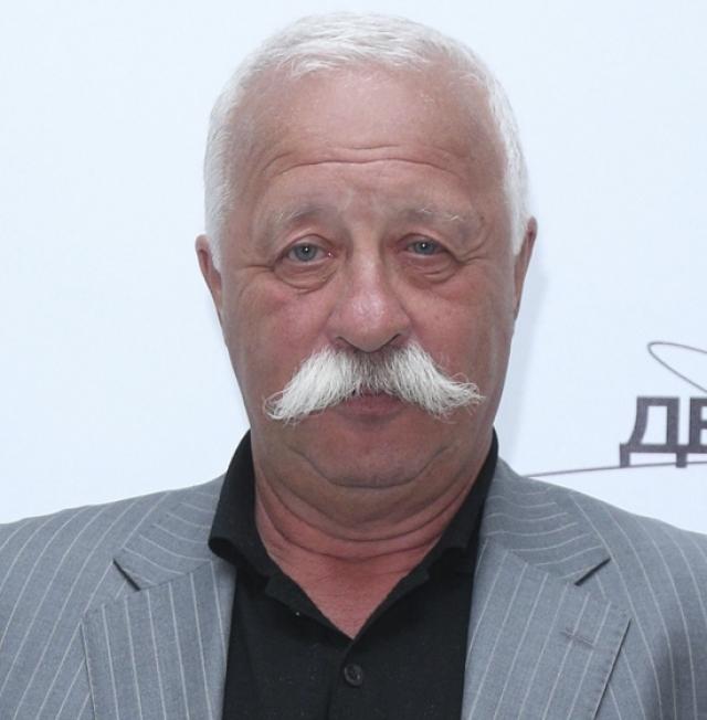 Сбитый мужчина был в состоянии алкогольного опьянения и бросился под машину Леонида, когда тот ехал со скоростью, не превышающую 50 км/ч. Знаменитый артист был оправдан.