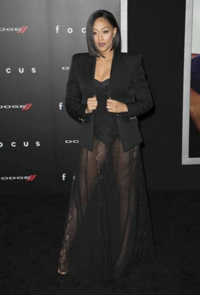 Тиа Маури-Хардрикт. Кружевной пеньюар в сочетании с пиджаком... Весьма оригинально.