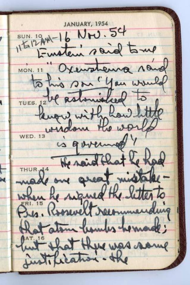 Когда Эйнштейн умер в 1955 году, был найден маленький блокнот, весь исписанный и в расчетах. Блокнот был размещен в Интернете для всех, чтобы можно было его увидеть.