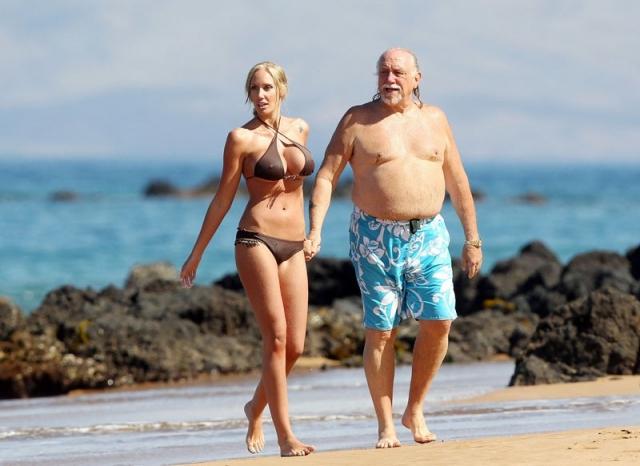 """Дженна Бентли и Бен Браун. Бикини-модель шокировала поклонников, появившись на пляже в обществе своего нового """"парня""""."""