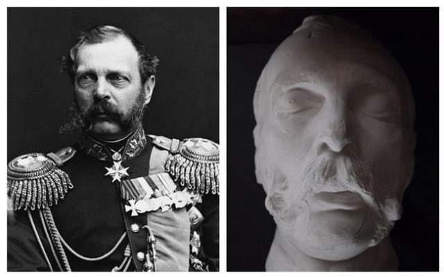 Император Александр II скончался в Зимнем дворце после того, как получил смертельное ранение на набережной Екатерининского канала от взрыва бомбы , брошенной под его ноги.