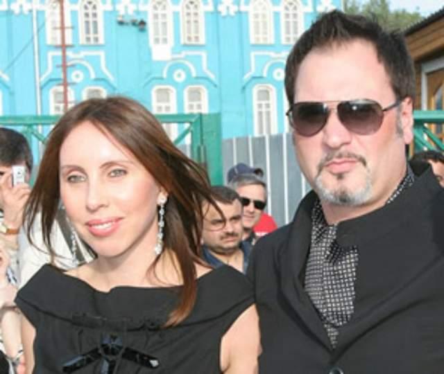 Валерий Меладзе. Исполнитель прожил с первой супругой 20 лет, растил с ней троих детей, когда неожиданно ей стало известно о его роман на стороне.