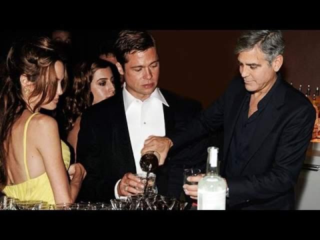 Брэд Питт на вечеринке в честь Хеллоуина, устроенной Джорджем Клуни.