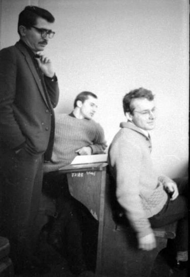 11 ноября 1991 года профессор Бислиев пытался защитить своего коллегу, доктора педагогических наук, профессора, ректора ЧИГУ Виктора Кан-Калика, когда они вместе выходили из университета.