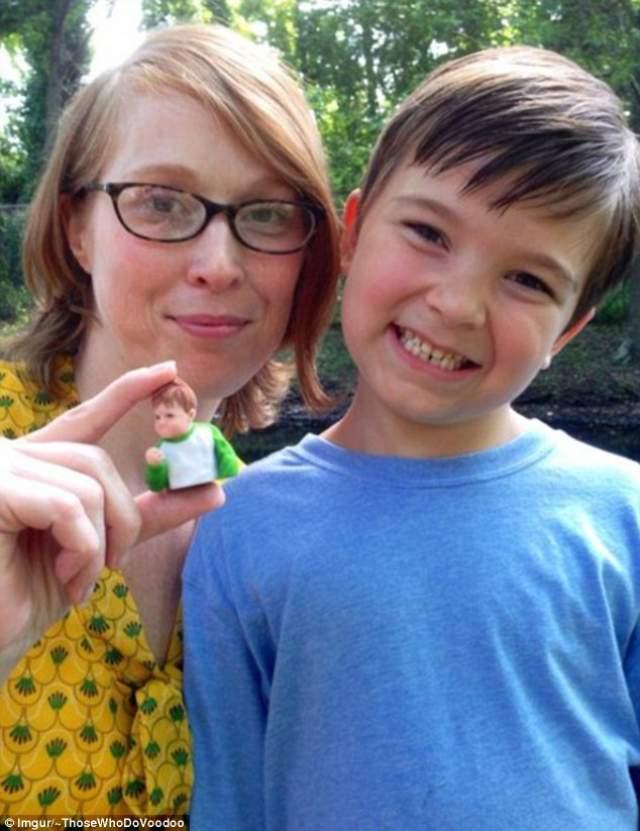 С изображением успешного мальчика в США даже выпустили фигурки. Он стал настоящей знаменитостью.