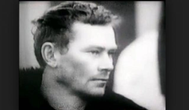 Впоследствии девушек Михасевич заманивал в свой автомобиль, а после убивал в безлюдных местах. У жертв он забирал драгоценности, деньги и даже малоценные вещи.