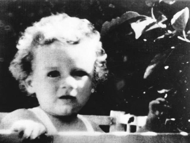 12 мая 1932 года его сильно разложившийся труп нашли в нескольких милях от дома Линдбергов.Медицинская экспертиза установила, что причиной смерти была травма черепа. По версии обвинения, он погиб в результате падения с лестницы.