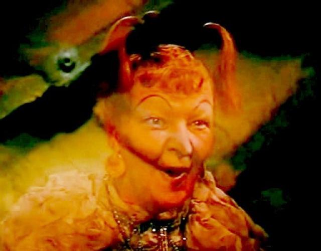 Советская актриса, ставшая популярной благодаря своим великолепным острохарактерным ролям в детских сказках и комедиях.