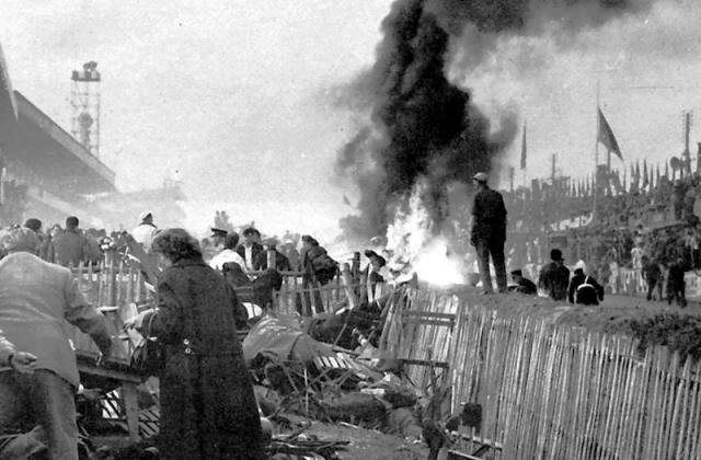 Спасатели, совершенно не знавшие, как справляться с горящим магнием, полили обломки водой, тем самым усилив огонь.