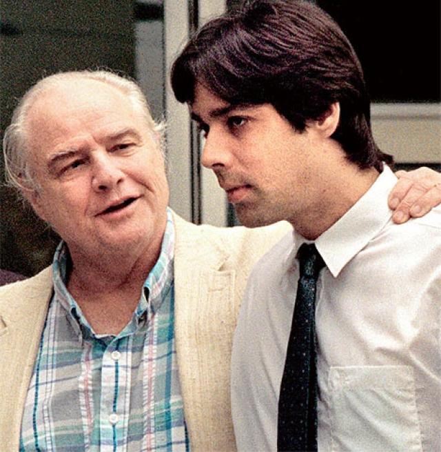 Кристиан Брандо. Сын Марлона Брандо и начинающий актер застрелил парня своей сводной сестры в 1990 году и был осужден на 10 лет, поскольку сам Кристиан признался в том, что задумывался об этом убийстве, видя, как жестоко обходятся с его сестрой.