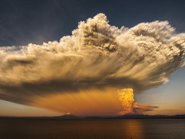 Извержение вулкана Кальбуко в Чили. Cote Baeza