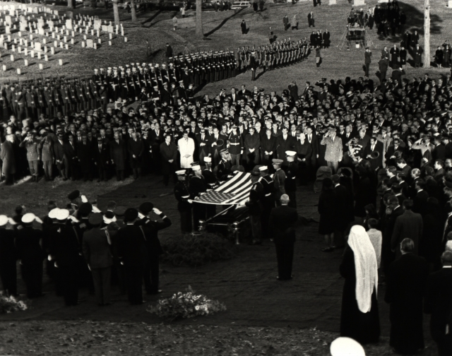 Джон Кеннеди. Один из самых любимых президентов в истории США стал жертвой убийства в 1963 году. Местом захоронения был выбран участок на Арлингтонском национальном кладбище, стоимость которого составила $13 млн.