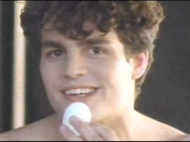 Марк Руффалло в рекламном ролике из 80-х боролся с прыщами с помощью Clearasil