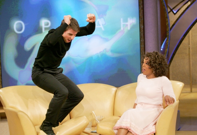 Кстати, именно в честь своей влюбленности в Кэти на шоу Опры Уинфри Том устроил прыжки на диане, что выглядело очень странно.