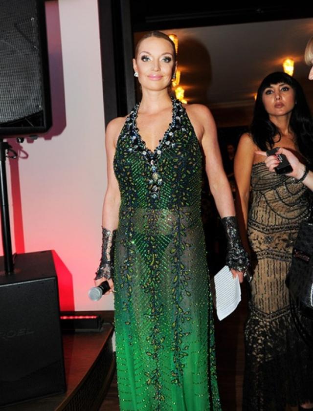 Прозрачные платья скандальной знаменитости тоже нравятся.