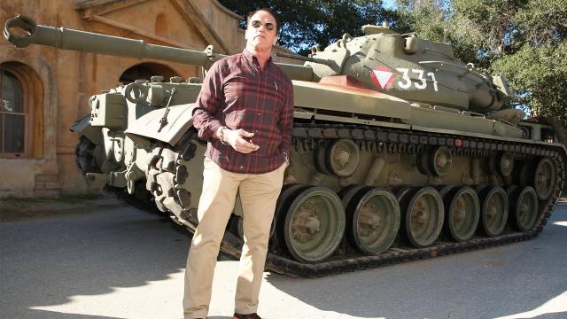 Также Арнольд купил у Австрии танк М-47, на котором ездил, будучи в армии, за 1,4 миллиона долларов.