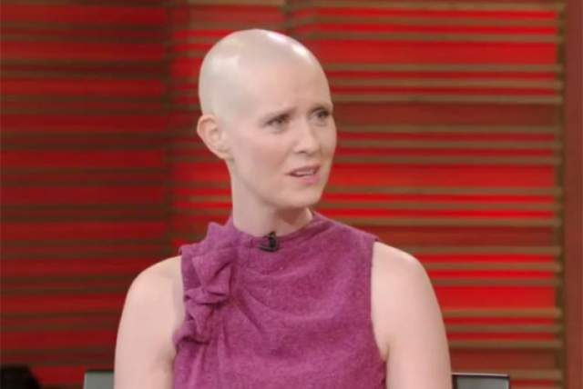 В бродвейской постановке она сыграла больную раком женщину, ради чего побрилась наголо. У самой актрисы в октябре 2006 года также обнаружили рак груди, от которого она благополучно излечилась.