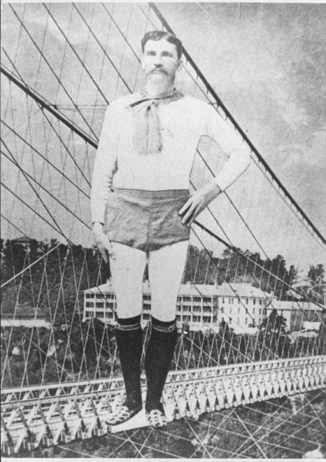 В 1873 Стивен Пэр нанялся в помощники к Генри Беллини, помогая Генри натягивать веревку поперек ущелья. Он также совершил несколько самостоятельных попыток пройтись по канату без согласия Беллини. В результате Беллини выгнали из города.