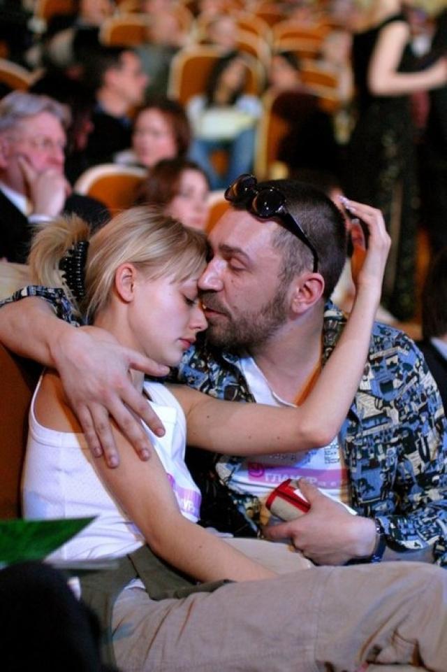 Сергей Шнуров и Оксана Акиньшина. Страстный роман Шнура с 16-летней актрисой долгое время будоражил светскую тусовку, но к официальному браку не привел.